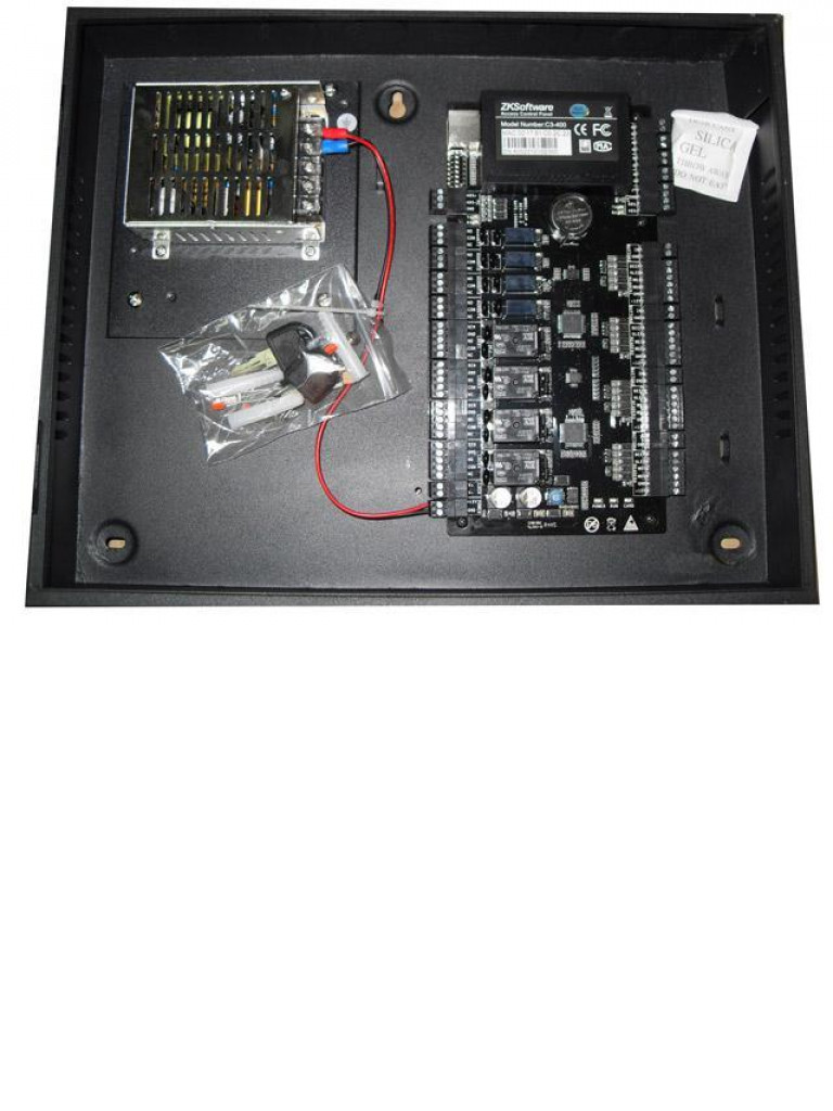 ZK C3400B - Control de acceso profesional / 4 Puertas / 4 Lectoras / PULL / Gabinete y fuente / Sin biometria
